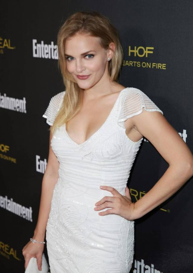 Madeline Brewer sexy cleavage (2)