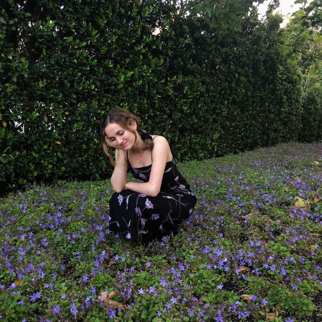 Maude Apatow hot picture