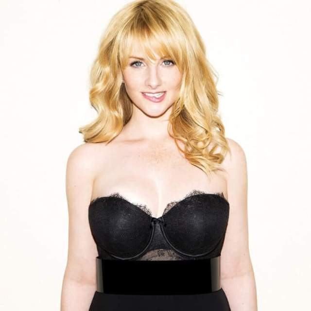 Melissa Rauch hot busty poicture
