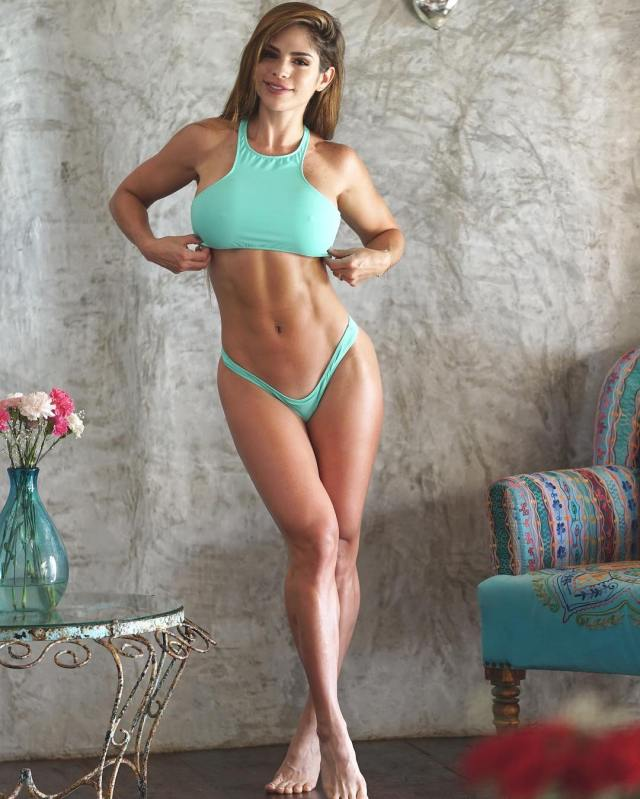 Michelle Lewin Sexy Pictures