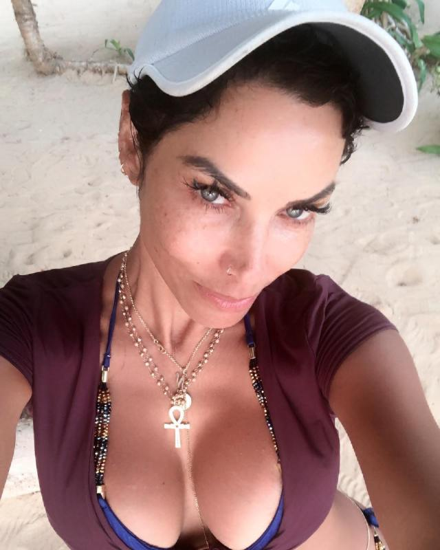 Nicole Murphy very sexy picture