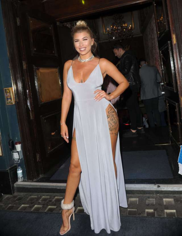 Olivia Buckland sexy cleavages (2)