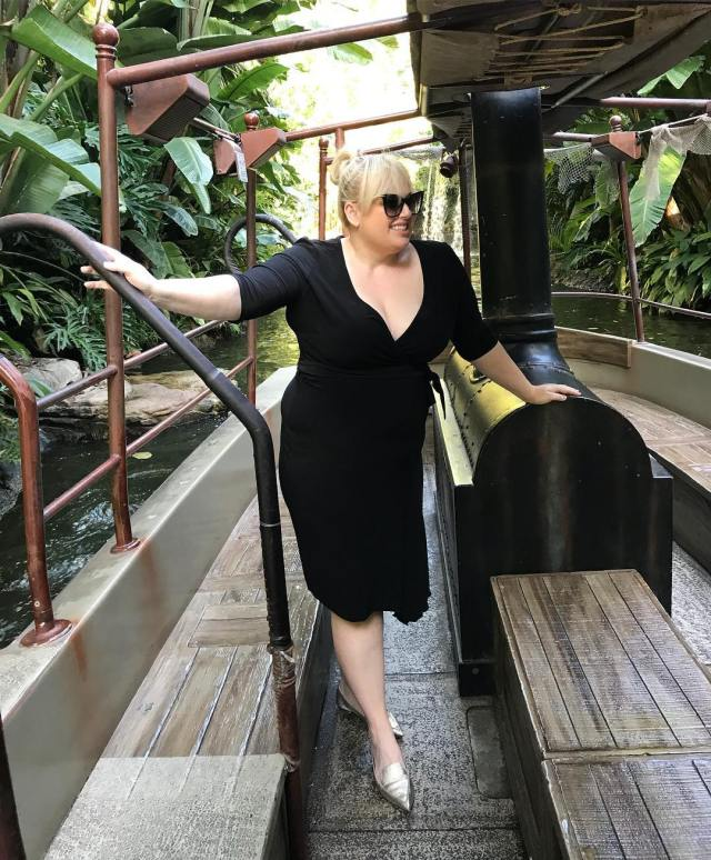 Rebel Wilson sexy cleavages pictures