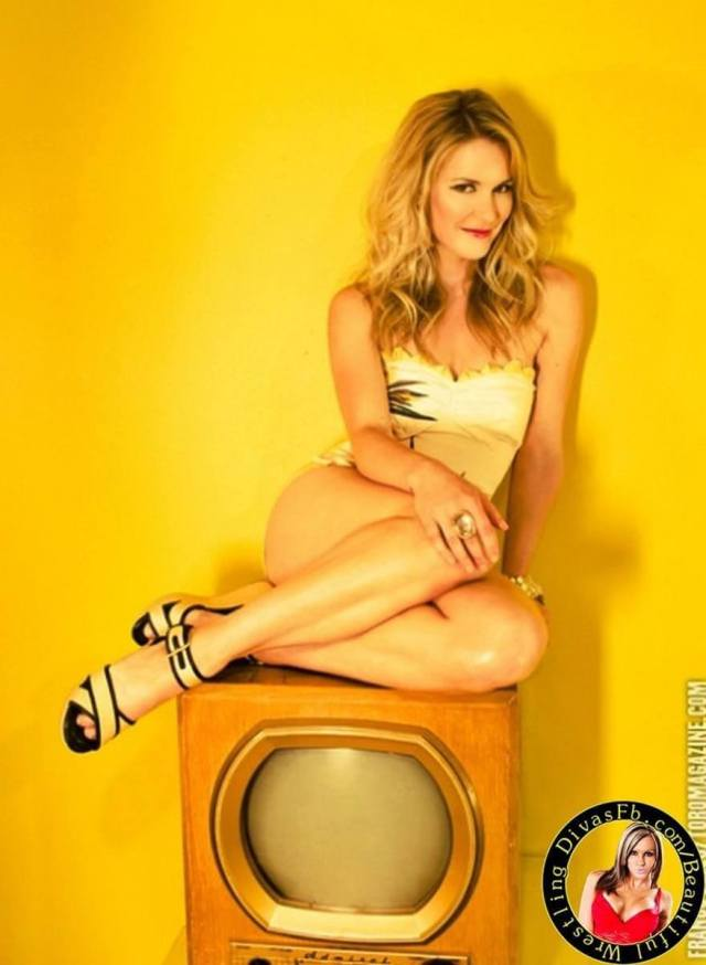 Renee Young sexy busty pics