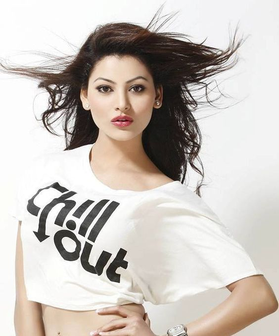 Urvashi Rautela Beautifull in T-Shirt