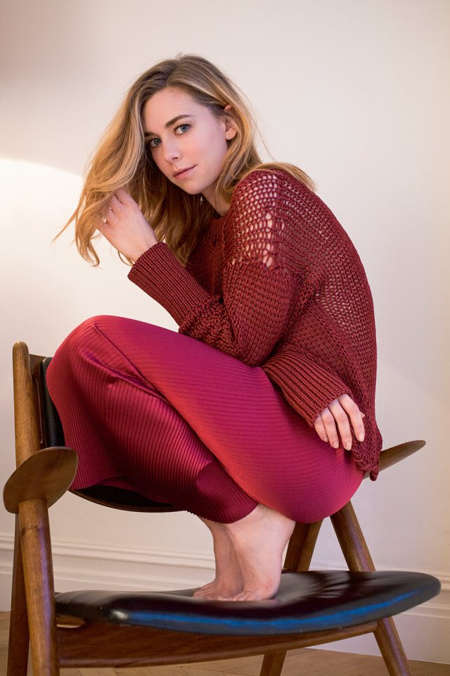 Vanessa Kirby hot side picture