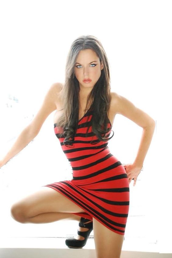 Wendy Starland Hot in Red Short Dress