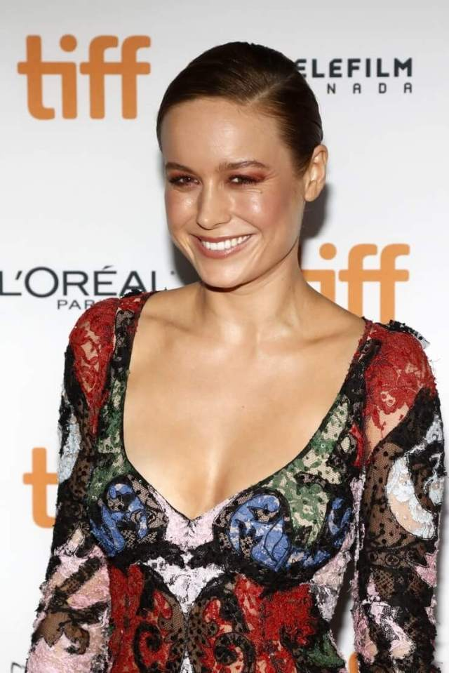 brie larson cleavage pictures