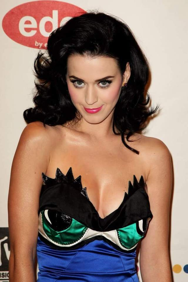 katy perry sexy cleavage