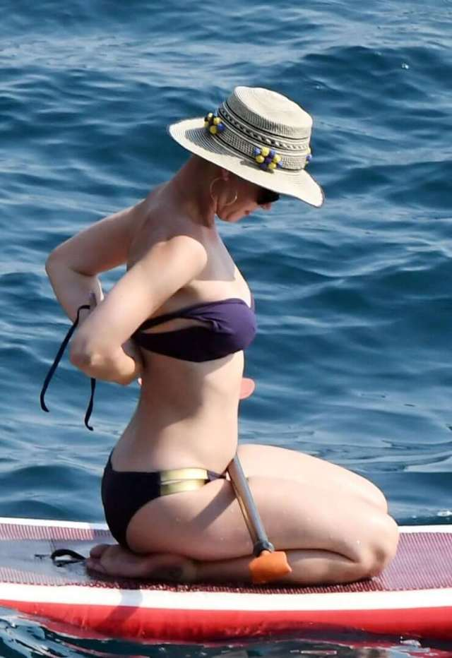 katy perry thighs pictures