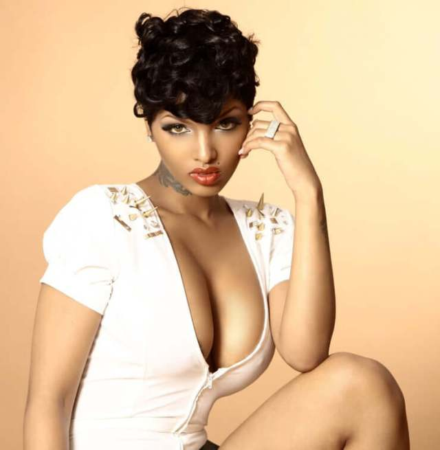 lola monroe hot pictures