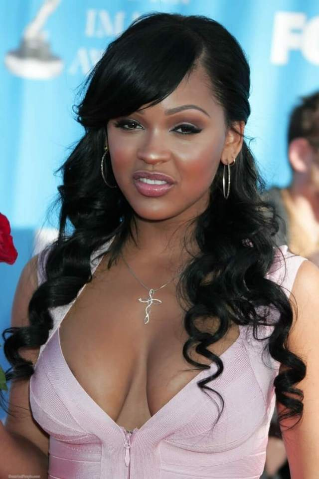 meagan good cleavage02