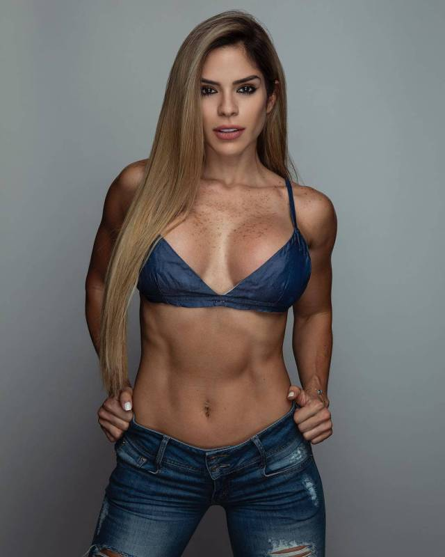 michelle lewin hot cleavage