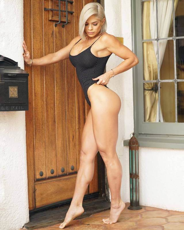 michelle lewin thighs