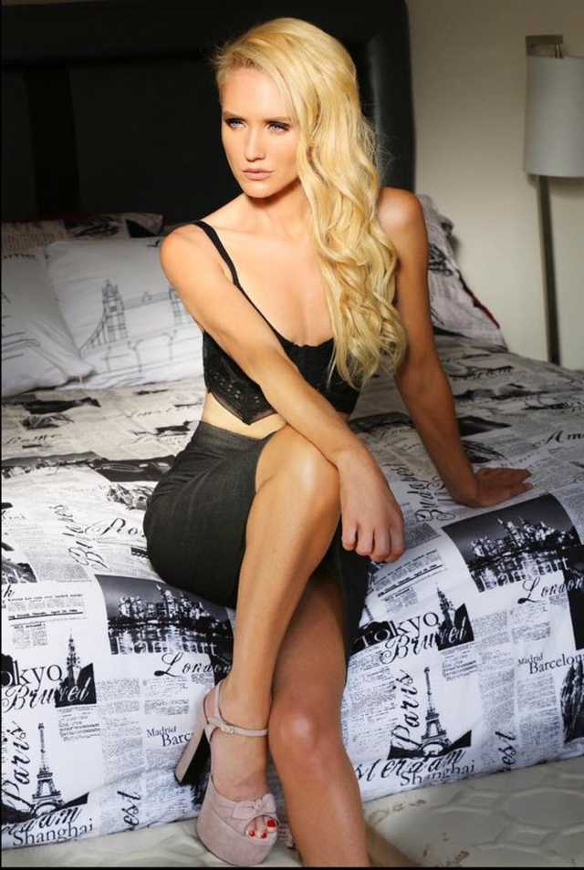 nicky whelan blonde hair