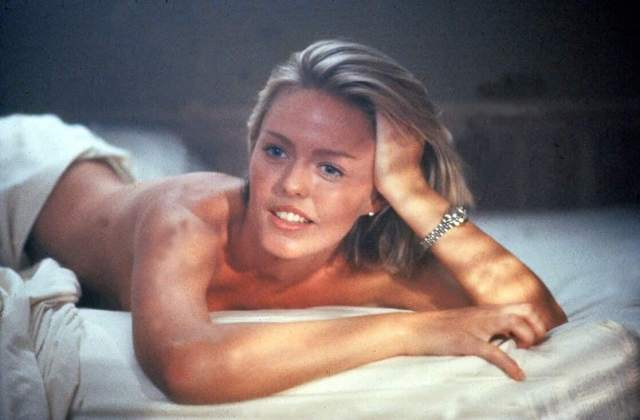 patsy kensit on the bed