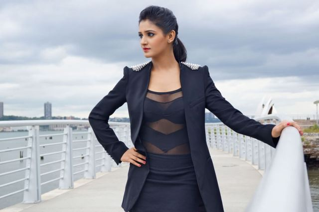 shakti mohan hot cleavages