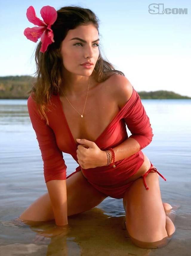 Alyssa Miller cleavage