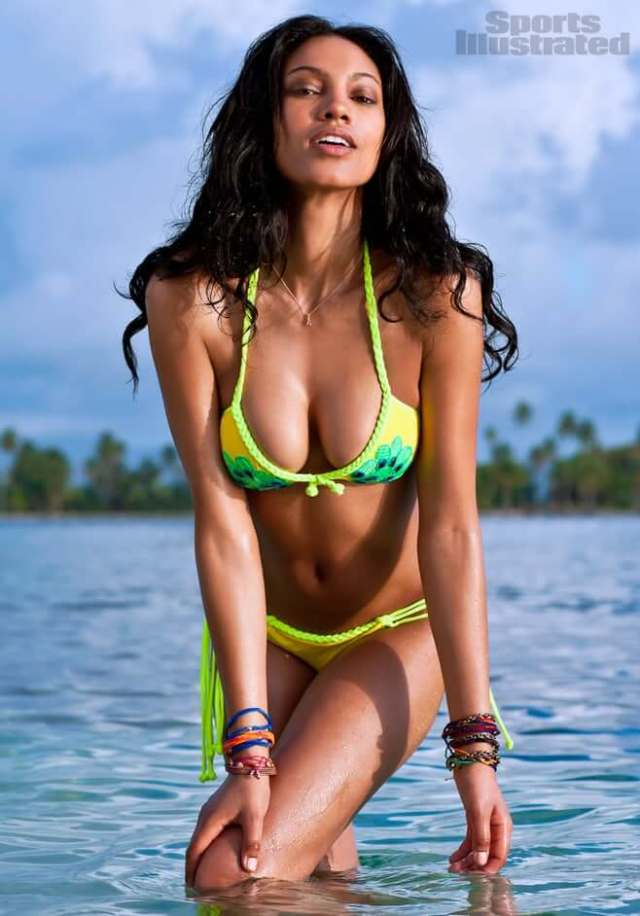 Ariel Meredith hot busty pcituresd