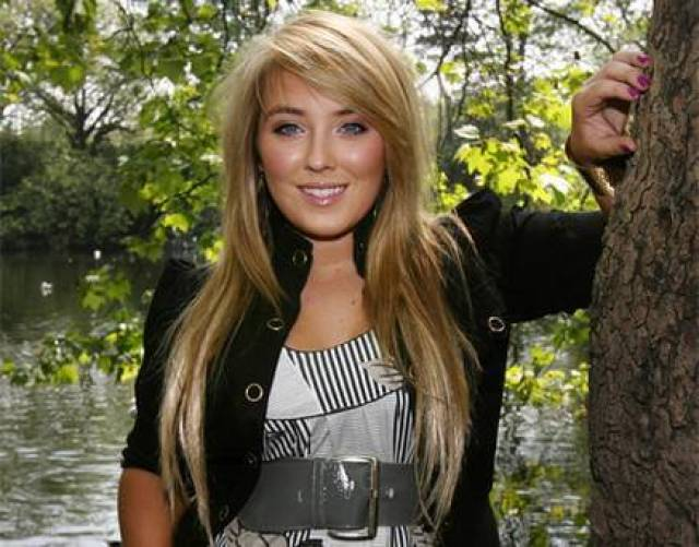 Chloë Agnew hot picture