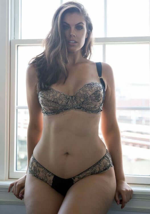 Chloe Marshall hot pictures