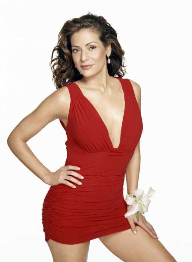 Constance Marie sexy cleavage pic