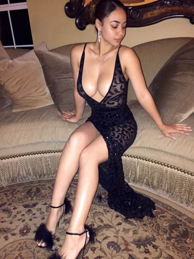 Crystal Westbrooks hot cleavvges pic