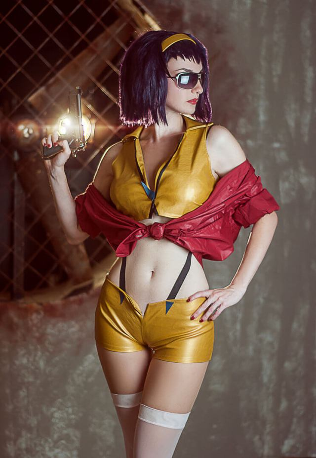 Faye Valentine hot cleavages pics