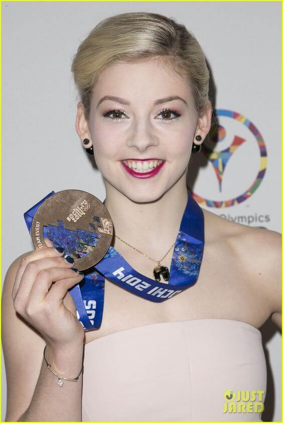 Gracie-Gold sexy cleavages pioc