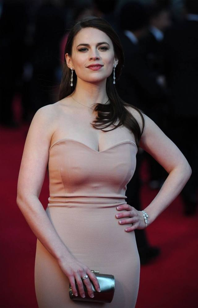 Hayley-Atwell-sexy-busty-pic
