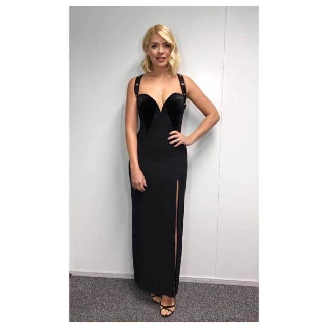 Holly-Willoughby-Sexy-Butt-1