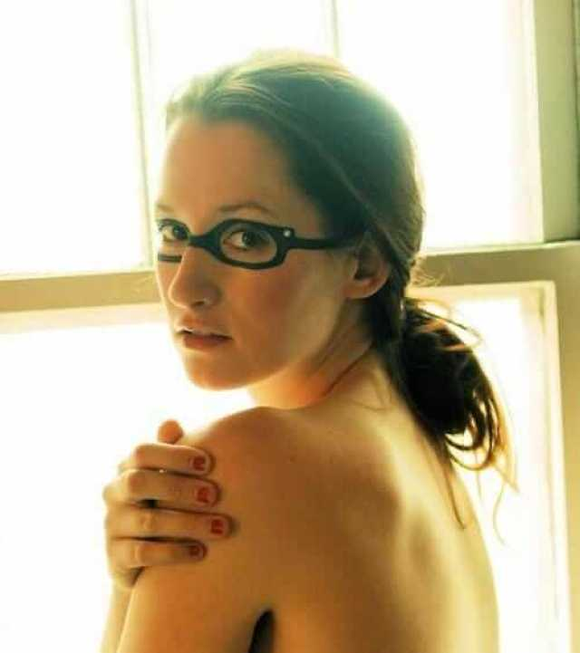 Ingrid Michaelson sexy backless pic