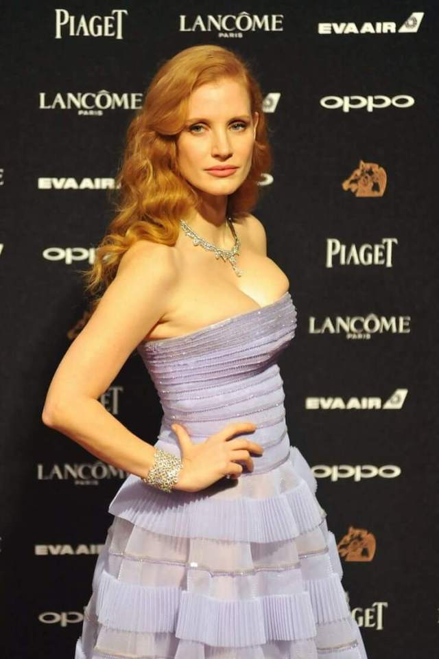 Jessica-Chastain-side-pose