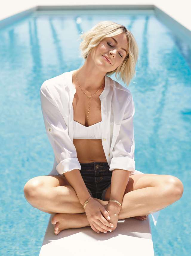 Julianne Hough sexy cleavage