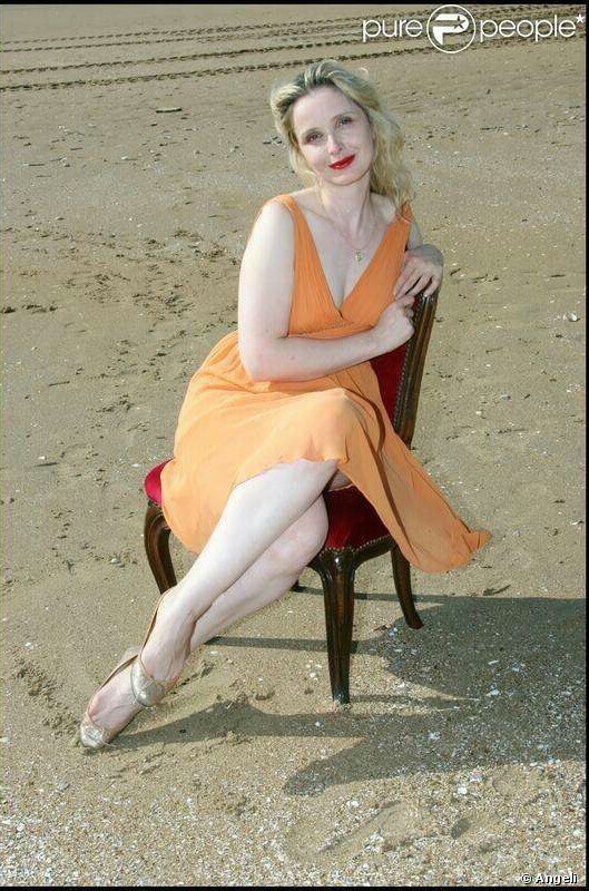 Julie Delpy sexy feets