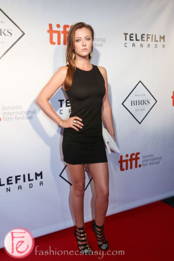 Katharine Isabelle sexy thighs pic