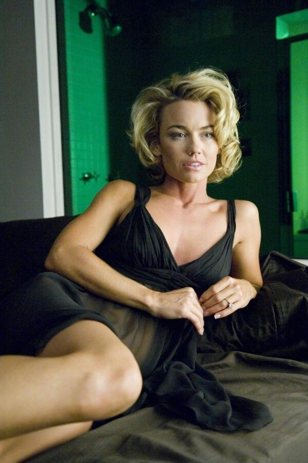 Kelly Carlson on Photoshoot Pics