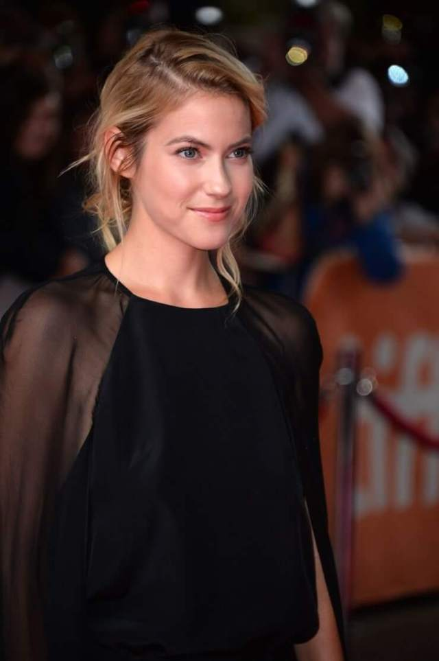 Laura Ramsey awesome pictures (2)