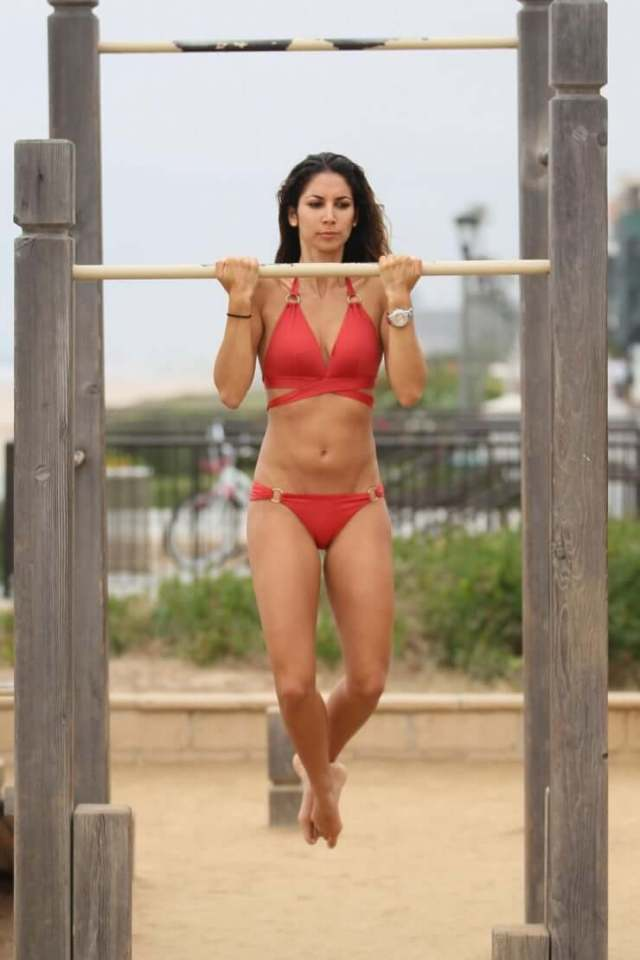 Leilani Dowding hot pictures (2)