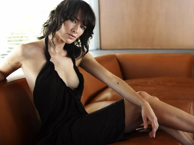 Lena Headey sexy cleavages