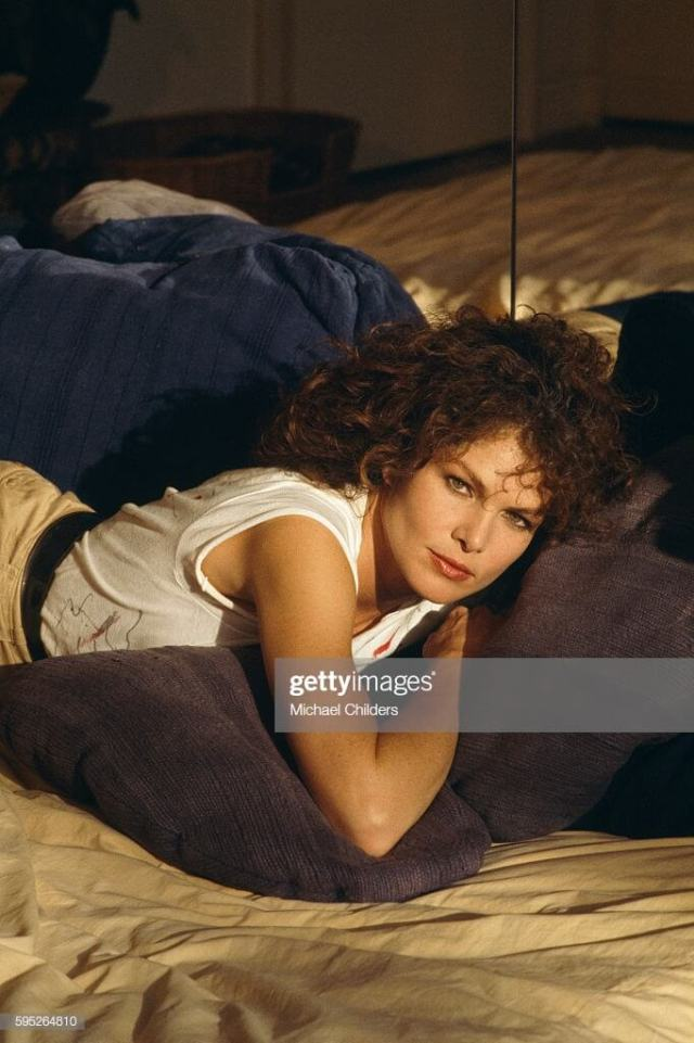Lois Chiles hot look