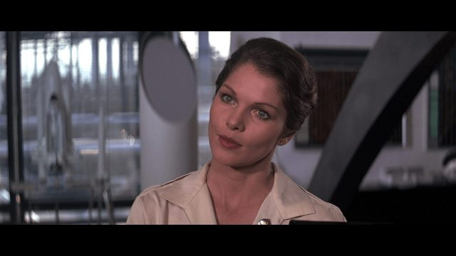 Lois Chiles sexy look