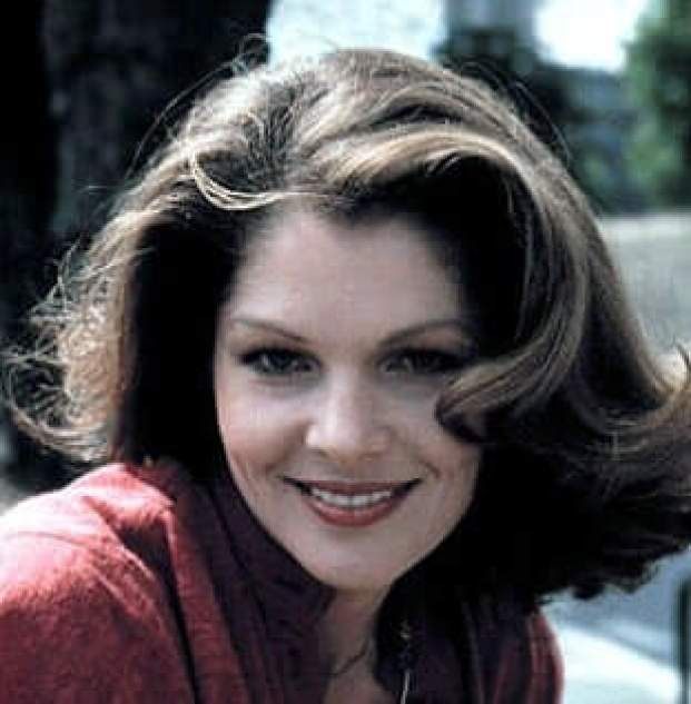 Lois Chiles sexy smile