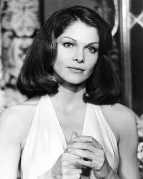 Lois Chiles sexy