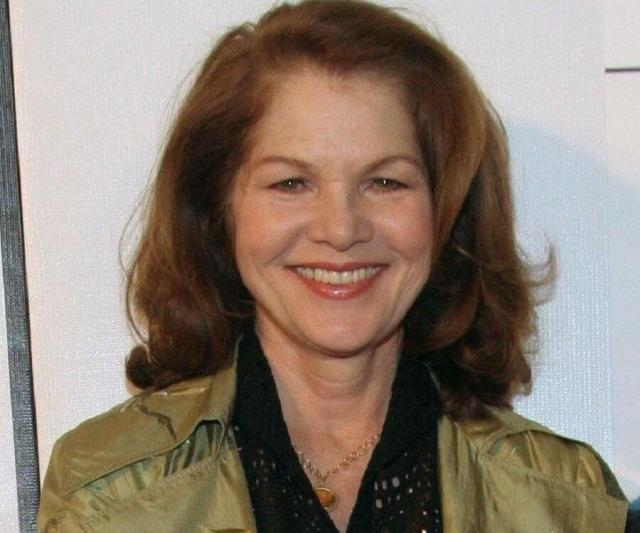 Lois Chiles smile pic (2)