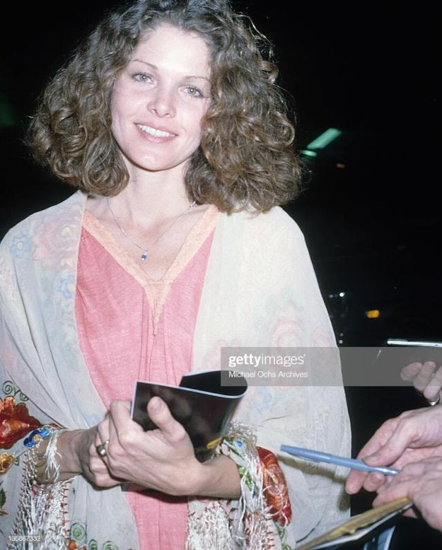 Lois Chiles smile pic