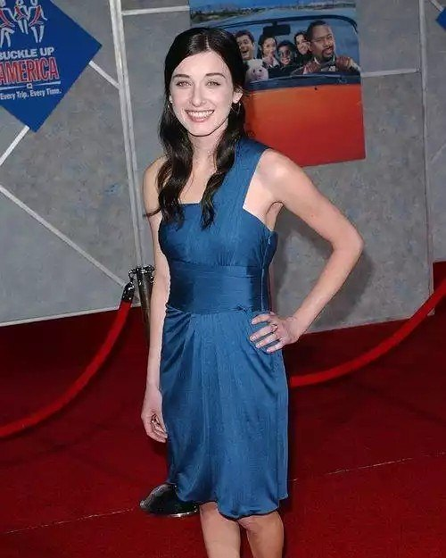 Margo Harshman hot Dress