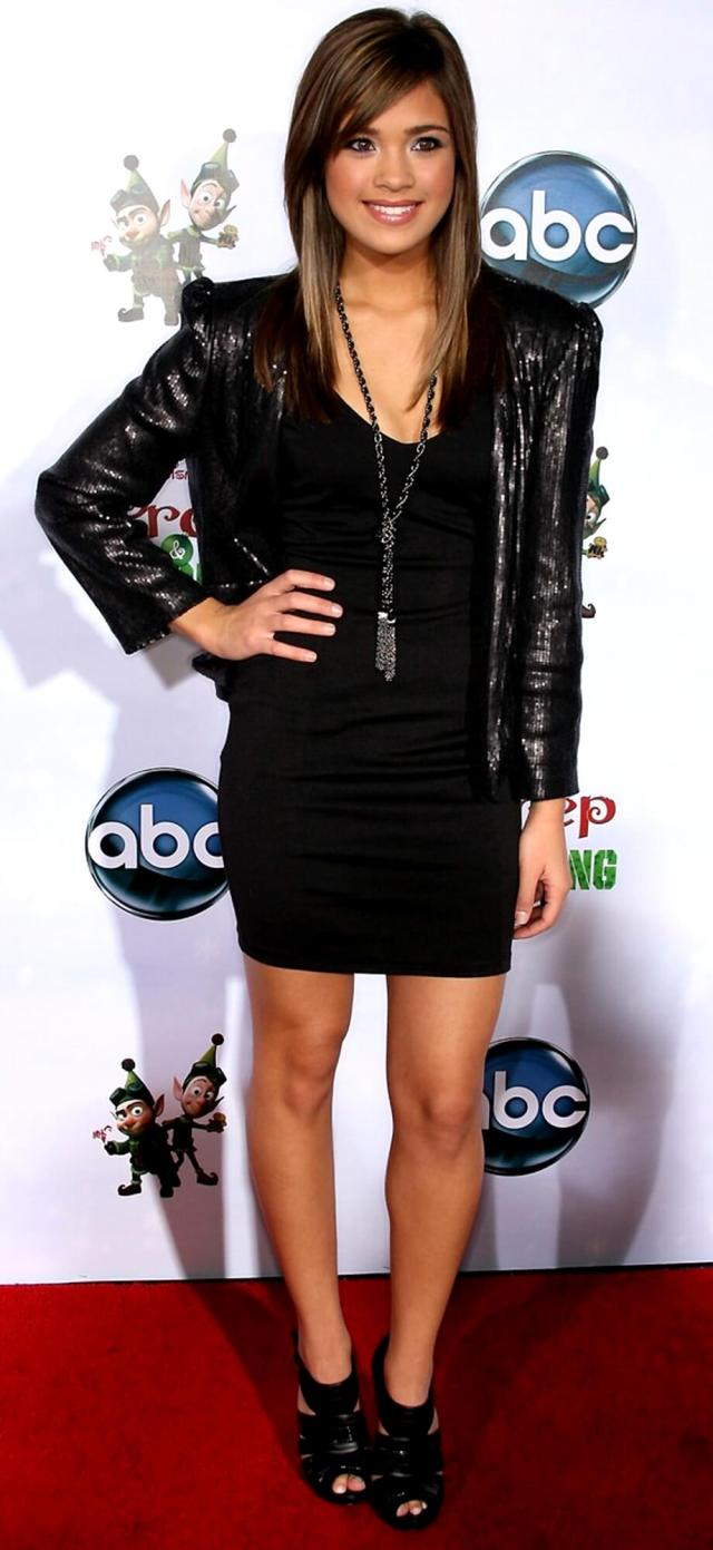 Nicole Gale Anderson thighs awesome (2)