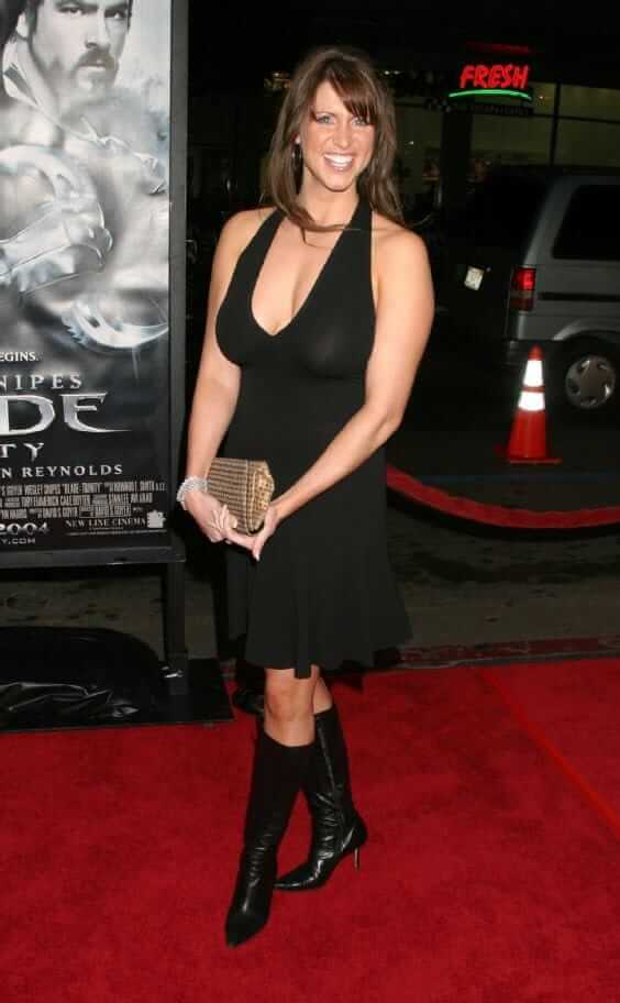Stephanie mcmahon sexy cleavages pictures (2)