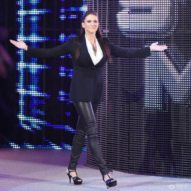 Stephanie mcmahon sexy cleavages pictures